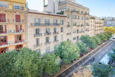 Multi-apartment building for sale in the center of Barcelona